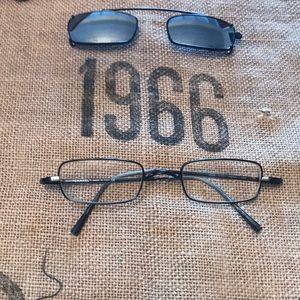 Chanel glasses & sunglasses clip~